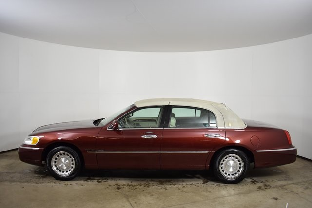 Pre Owned 2002 Lincoln Town Car Executive 4d Sedan In East Rochester