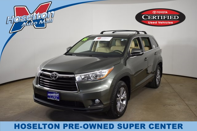 Pre-Owned 2016 Toyota Highlander LE Plus V6